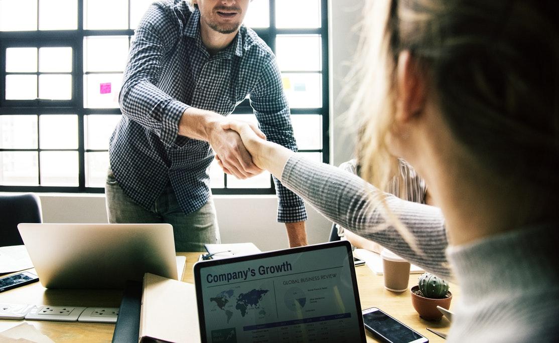 Oferta dla Emitentów <br> <h5>Prowadzimy w pozyskiwaniu kapitału oraz w dostępie do wyselekcjonowanej, butikowej oferty inwestycyjnej.</h5>